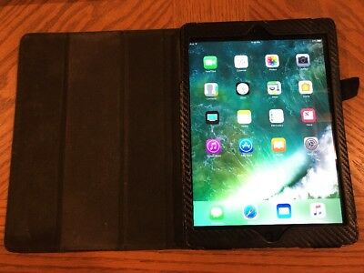 Apple iPad Air 1st Generation 128GB, Wi-Fi, 9.7in - Space Gray - Case Bundle