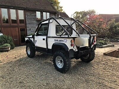 Off-Road Land Rover 4x4 Discover - Defender, Bobtail