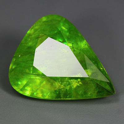 16.61 Cts_World Class Limited Edition_100 % Natural Titanite Green Sphene_Russia