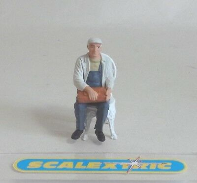 Vintage Style SEATED MAN IN CAP for Scalextric Airfix Ninco SCX Fly & More 1.32