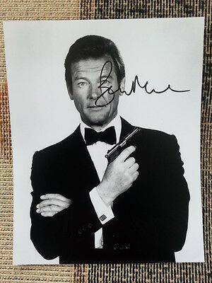 Roger Moore James Bond 007 Original Hand Signed Autograph 8 x 10 Photo with COA
