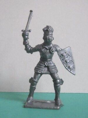 1 x CHERILEA 1960's MEDIEVAL KNIGHT ....  PLASTIC 1/32 TOY SOLDIER. (RE-ISSUE)