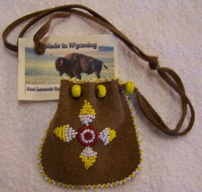 Hand Made Small Beaded Medicine Pouch Rendezvous Black Powder Mountain Man 01