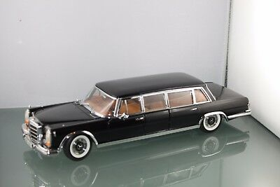SUN STAR  MERCEDES BENZ 600 PULLMANN schwarz  1 / 18 No Box