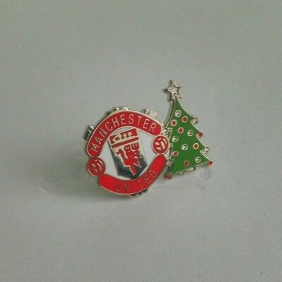 manchester united christmas pin badge