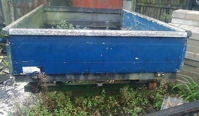 builders twin axle tipping trailer