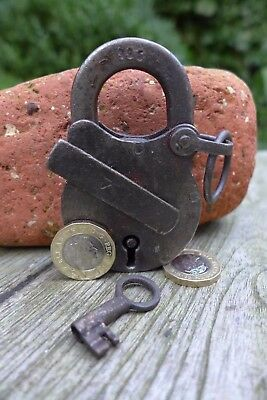 Antique vintage padlock with one key, working order, collector, hobby 25-16
