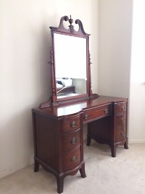 Duncan Phyfe Vanity,  Hickory Mfg., 1950 vintage. Solid Mahogany. American made