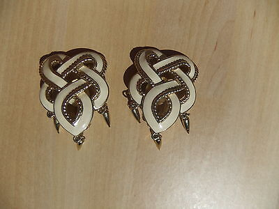 Vintage Awesome Trifari Tm Cream Enamel Goldtone Dangle Earrings