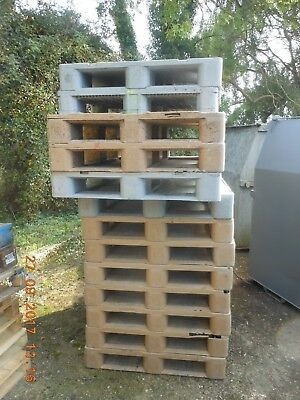 Plastic Pallets - UK Sized Pallets (Used)