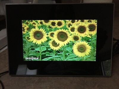 "Insignia 7"" Widescreen LCD Digital Photo Frame - Black/Silver - NS-DPF7G"
