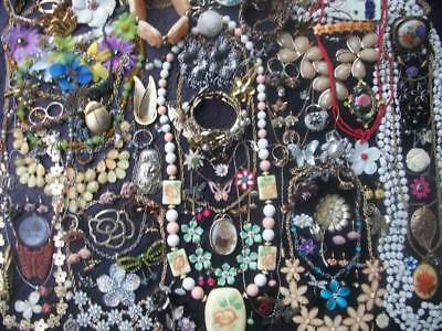 Lot Of Vintage/now Costume Jewelry A Garden Of Floral & Butterfly Pieces Rhinest
