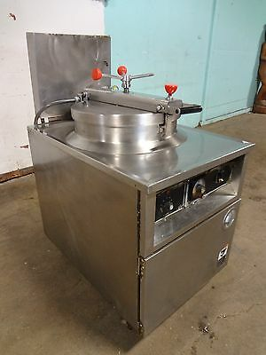 """"""" B K I """" COMMERCIAL H.D. EXTRA LARGE CAPACITY (75lbs.) ELECTRIC PRESSURE FRYER"""