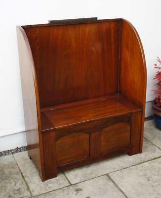 Attractive Deco Mahogany, high back settle in excellent condition