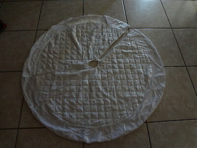 """46 """" Round Christmas Tree Skirt  Silver And White   /h1"""