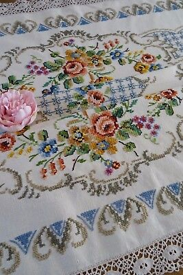 Exquisite Vtg Hand Embroidered Linen Lace Tablecloth ~ Roses And Scrolls