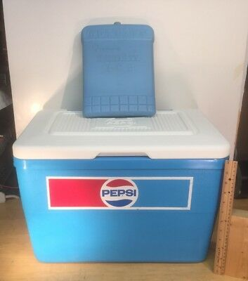 Vintage PEPSI COLA Ice Chest Cooler 1970's GREAT CONDITION.