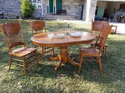 Dining Room set used. Wood grain table and 4 chairs.
