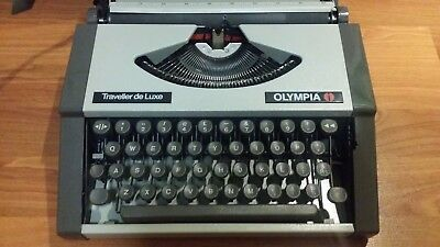Olympia Travel Typewriter with hard case - Traveller De Luxe - Vintage