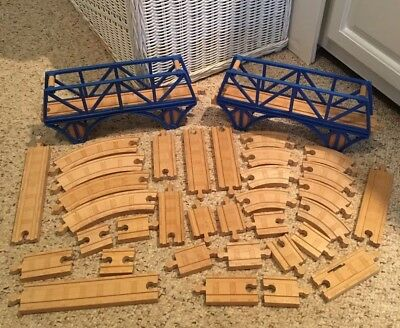Thomas the train wooden lot of 34 pieces