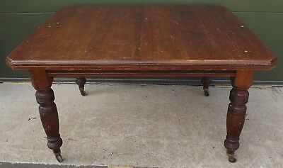 Antique Victorian Mahogany Wind-Out Table On Reeded Legs - No Leaves Present