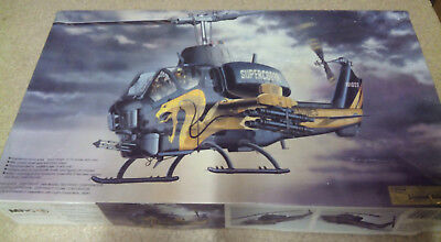 "Hubschrauber AH-IT + Super Cobra ""Gold Cobra"" MRC 1 : 35, Nr. BA105"