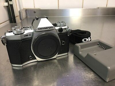 Olympus OM-D E-M5 Mark II camera body silver excellent condition low shutter 4k