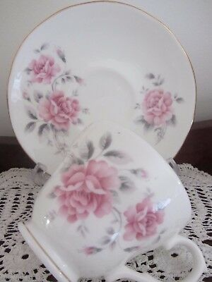 Vintage - ''duchess''  - ''pink Roses'' - Cup / Saucer Duo