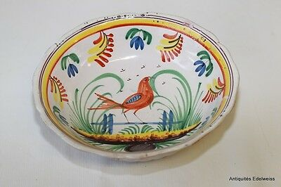 Saladier en faience polychrome de Nevers XIX Décor d'oiseau
