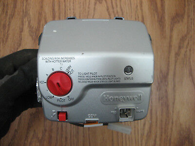 Bradford White Honeywell WV8840A1051 222-47463-02C Water Heater Gas Valve Used