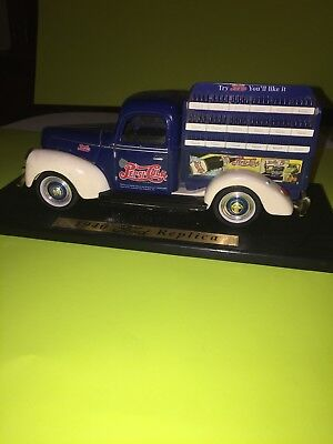Golden Wheels 1940 Ford Pepsi Cola Delivery Pickup Truck 1:18 Scale Diecast