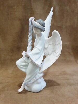 LLADRO 6133 Angel with Garland - No Box - missing a little finger
