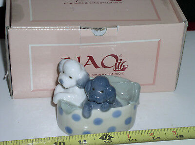 """Lladro Nao figurine two poodle dogs in a basket """"Retired"""" Dated 1988 With Box"""