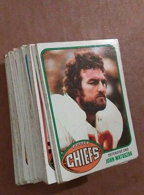 70 x Topps 1976 NFL football cards w/stars