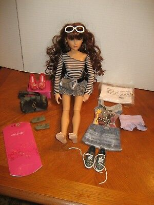 Lorifina Brunette Doll With Extras-No Box-Hasbro 2007 Poseable