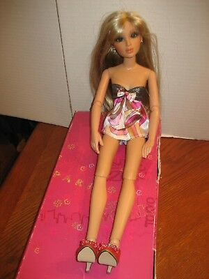 Lorifina Blonde With Highlights Doll With Extras-W/box-Hasbro 2007 Poseable