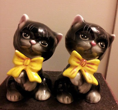 VINTAGE MIYAO JAPAN Kitty Cats With Big Yellow Bows SALT & PEPPER SHAKERS!!!