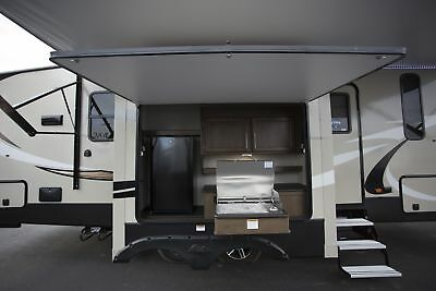 Fall Blowout Sale 2018 Cougar Half Ton 27Rks Fifth Wheel Rear Kitchen Camper Rv