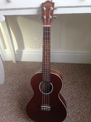 LANIKAI Ukelele in natural finish excellent condition