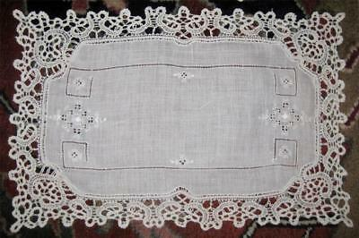 antique RUNNER & 5 PLACEMATS gorgeous Embroidery LINEN Hand BOBBIN LACE SURROUND