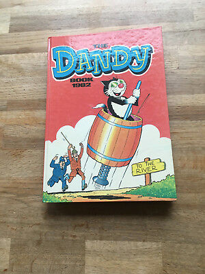 Dandy Book 1982 in very good condition.