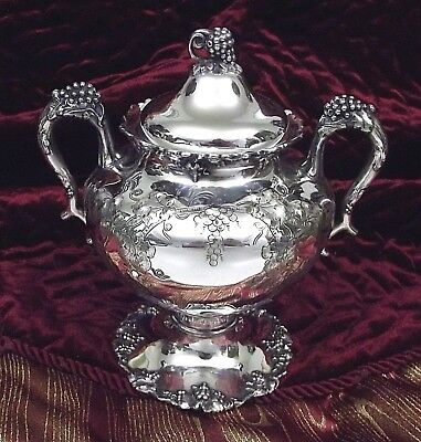 Barbour/Int'l 1847 Rogers VINTAGE Grape Chased Sugar Bowl & Lid #5336 ~ Scarce!