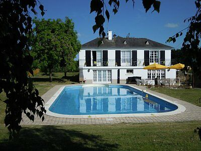 Luxury villa/house for sale. 6 beds + private heated pool.  NW France. Sml Lake
