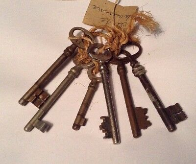 Bunch Of 6 Old Vintage Antique French Keys