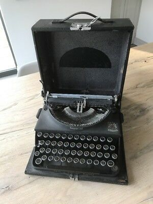 Vintage Imperial 'The Good Companion' Typewriter With Case
