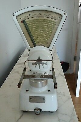 Old fashioned Swift SHOP SCALES, weighing in ounces up to 2 pounds