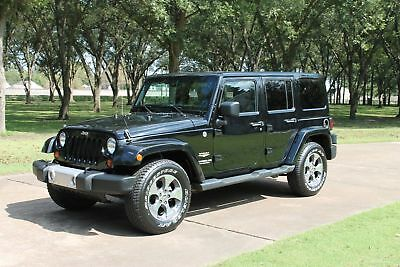2013 Jeep Wrangler Unlimited Sahara 4WD Perfect Carfax Non Smoker Navigation Heated Leather Seats New Tires