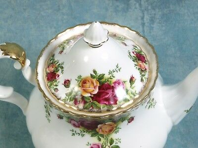 Old Country Roses Royal Albert Fine Bone China LARGE Tea Coffee Pot MINT 1962
