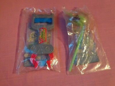 (2) Wendy's Kids Meal promo toys 1997 DEXTER'S LABORATORY straw grabber
