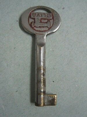 Antique small key in metal Of an OLIVA sewing machine box